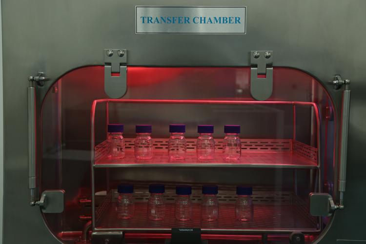 Standard group sterility test isolators bottles